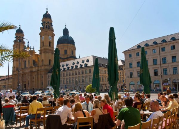 CitySightseeing Munich | City Sightseeing Munich Tours - Nr. 1455 Cafe Tambosi Odeonsplatz - Foto L. Gervasi - München Tourismus
